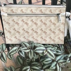 COACH STRUCTURED POUCH-HORSE & CARRIAGE PRINT